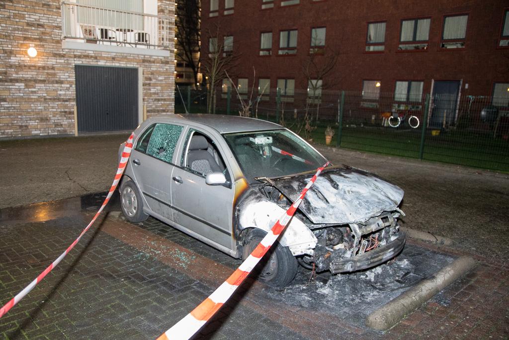 Auto zwaar beschadigd na brand Londenstraat Haarlem
