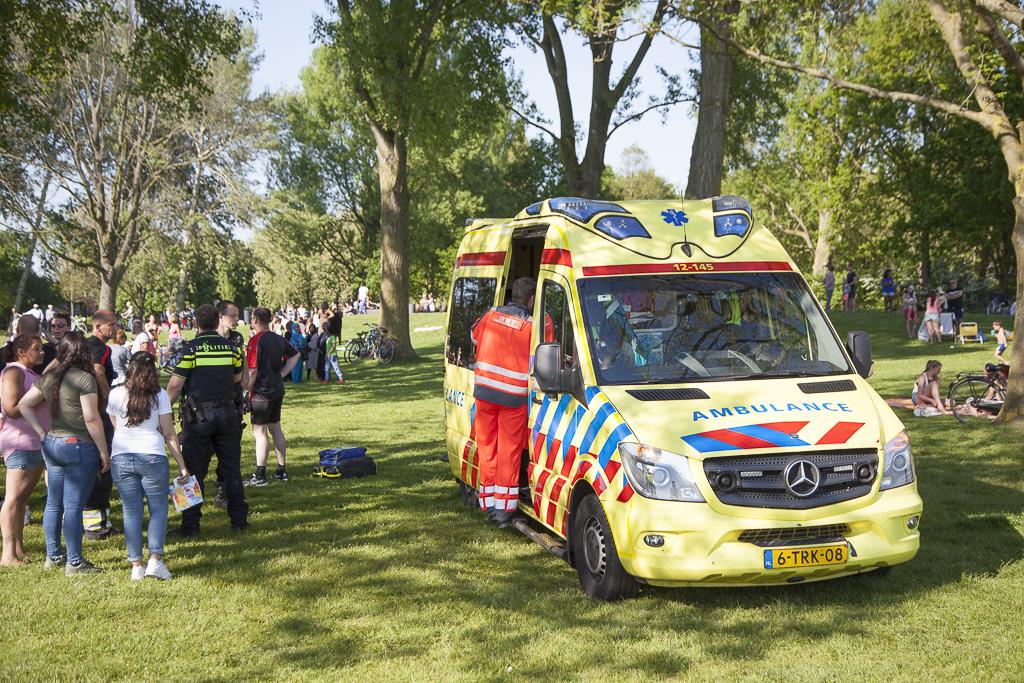 Jongetje uit water gered aan de Molenplas in Haarlem