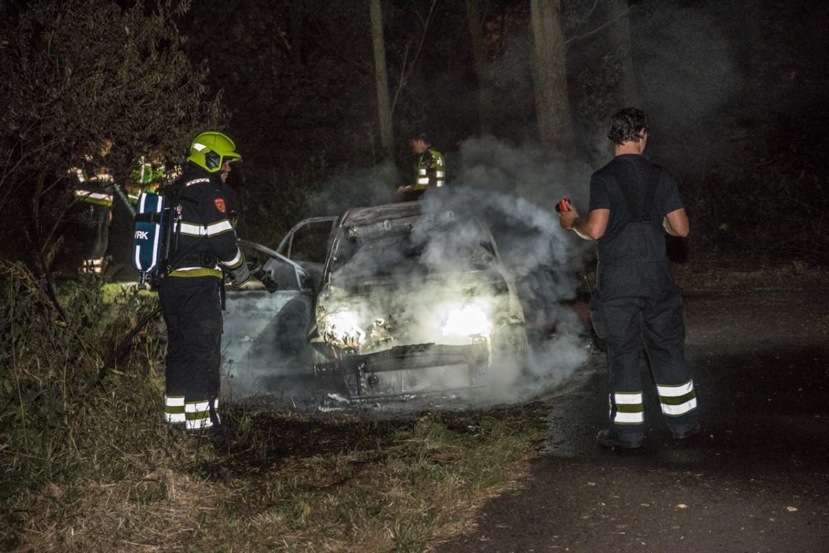 Auto volledig uitgebrand in de Poelpolder Haarlem Schalkwijk