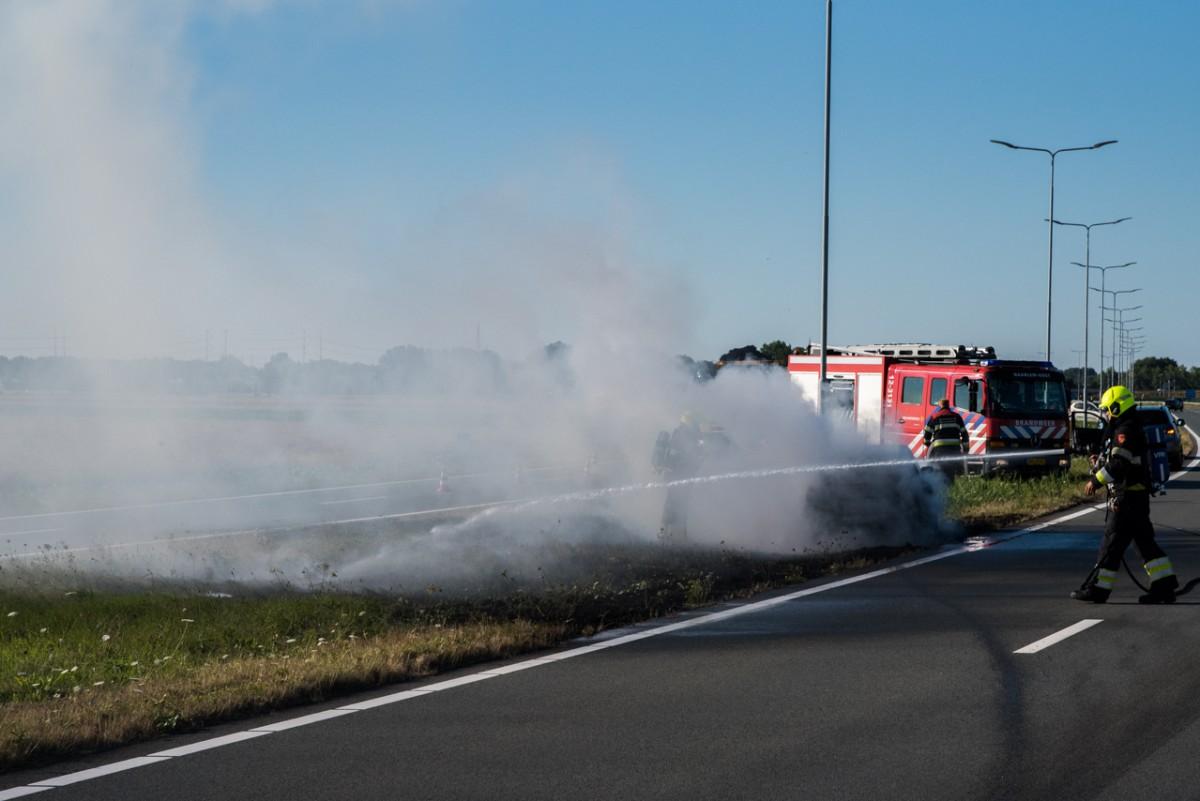 Auto uitgebrand op de Drie Merenweg N205 Vijfhuizen