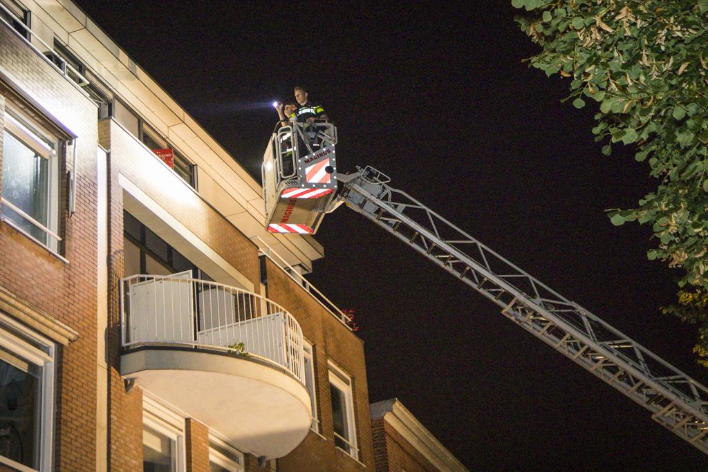 Politie op zoek naar verdacht persoon op een dak aan de Schotersingel