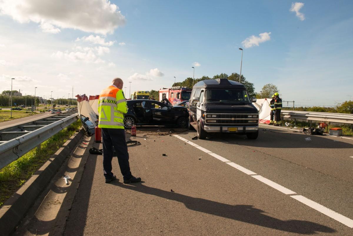 Twee overleden personen bij ongeluk A200 Halfweg