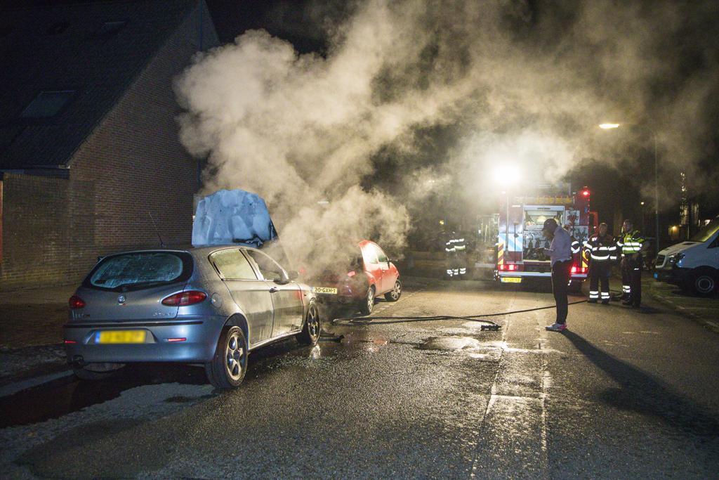 Auto in de Louis Pasteurstraat Haarlem Schalkwijk in brand gevlogen