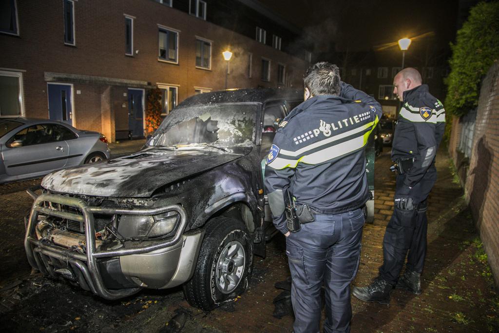 Geparkeerde auto in lichterlaaie Bastiaansstraat Haarlem Oost