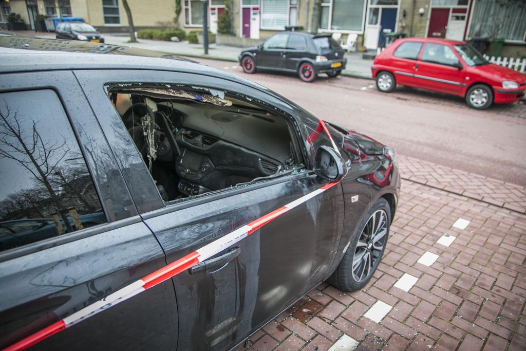 Geparkeerde auto in brand Martin Luther Kinglaan Haarlem Schalkwijk
