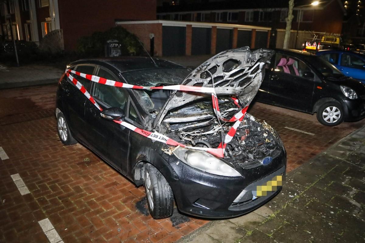 Geparkeerde auto beschadigd door brand Londonstraat Haarlem Schalkwijk