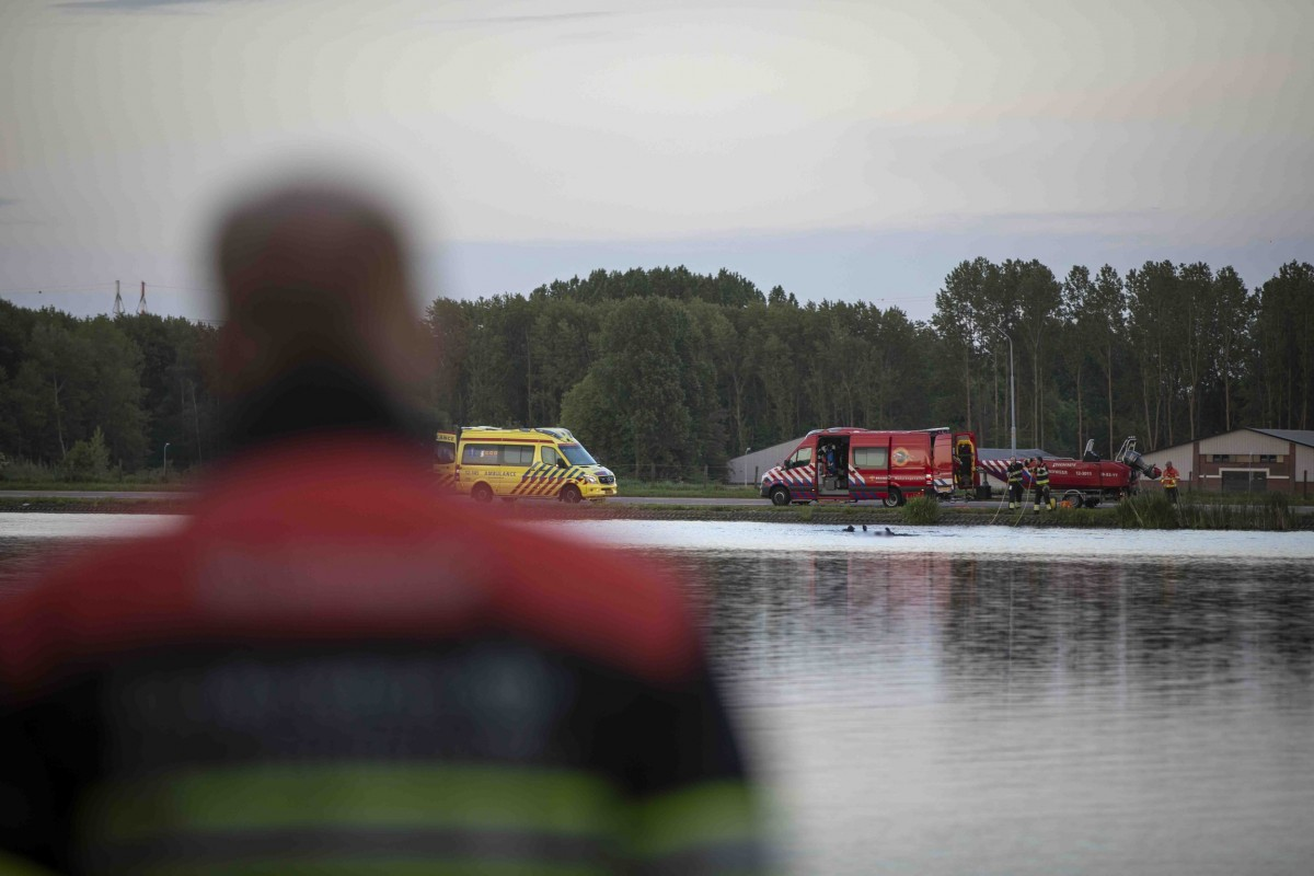 Persoon in de Molenplas door hulpdiensten gered