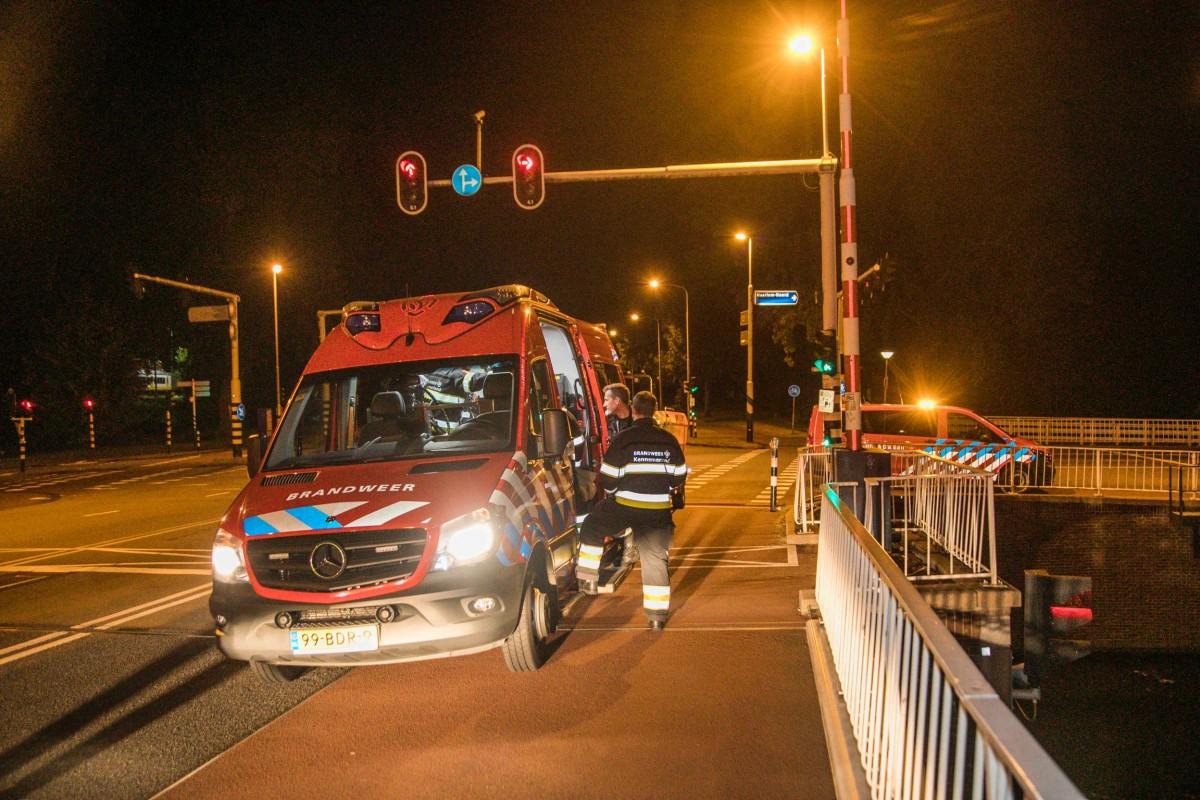 Zoekslag naar te water geraakt persoon Prinsenbrug Haarlem