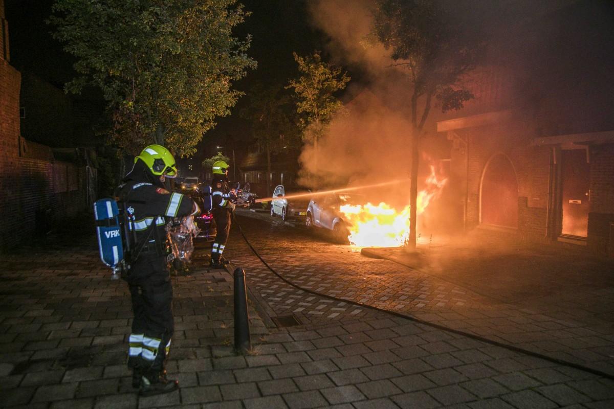 Autobrand Karolingenstraat Haarlem Oost