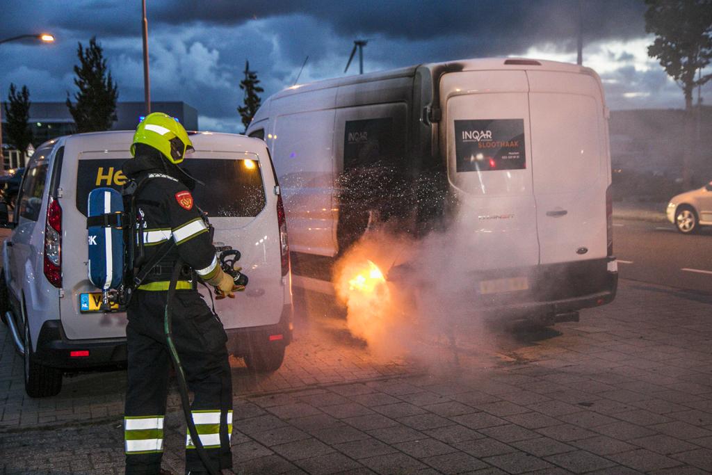 Bestelbus in brand A Hofmanweg Haarlem