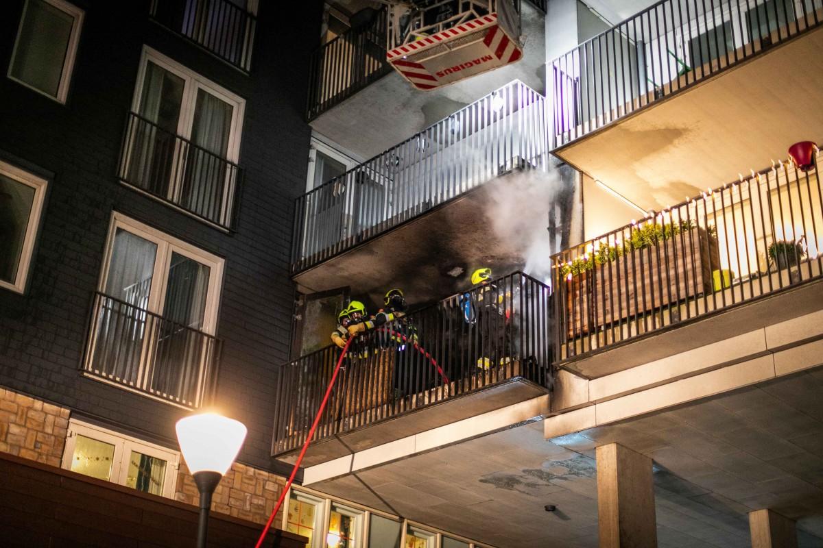 Flat ontruimd na balkonbrand van Zeggelenplein Haarlem