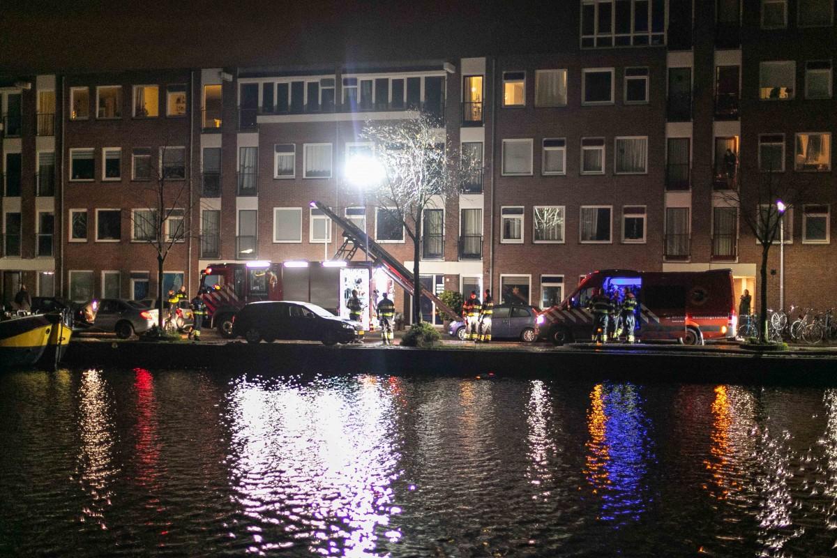 Beschonken automobilist beukt geparkeerde auto in Spaarne Haarlem