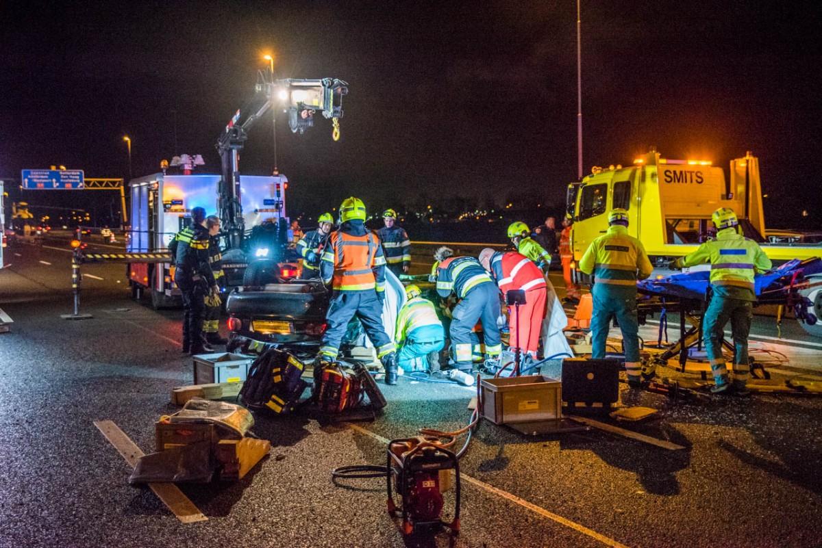 Auto over de kop na ongeval op de A9 Boesingheliede