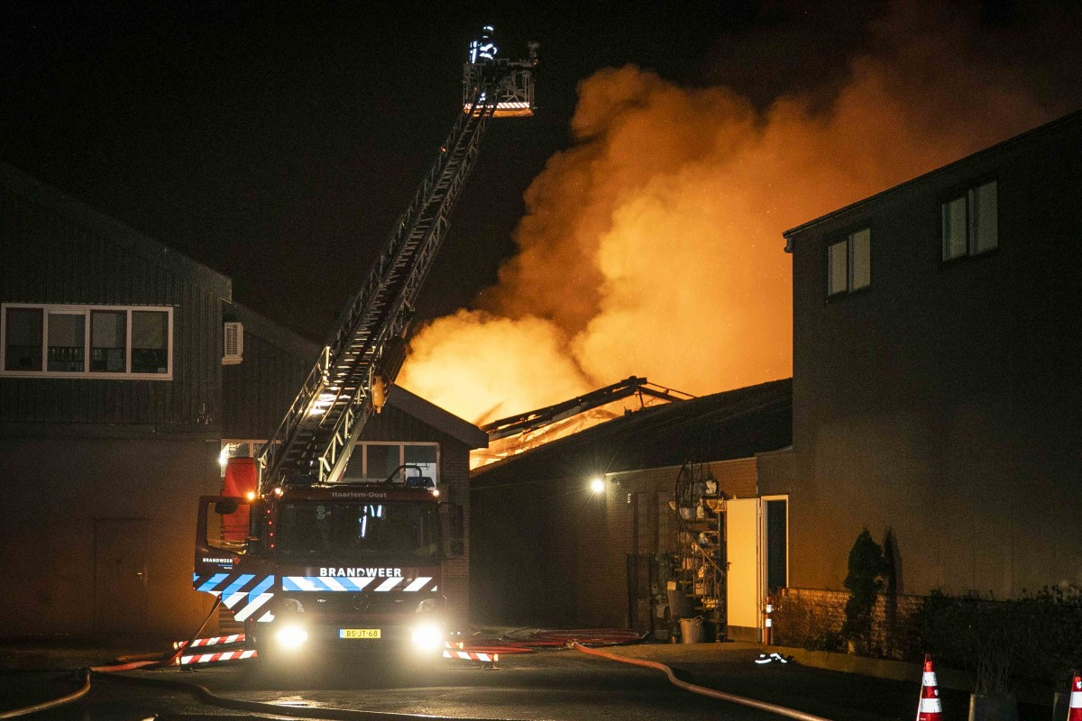Grote brand in bedrijfspand Schipholweg Boesingheliede