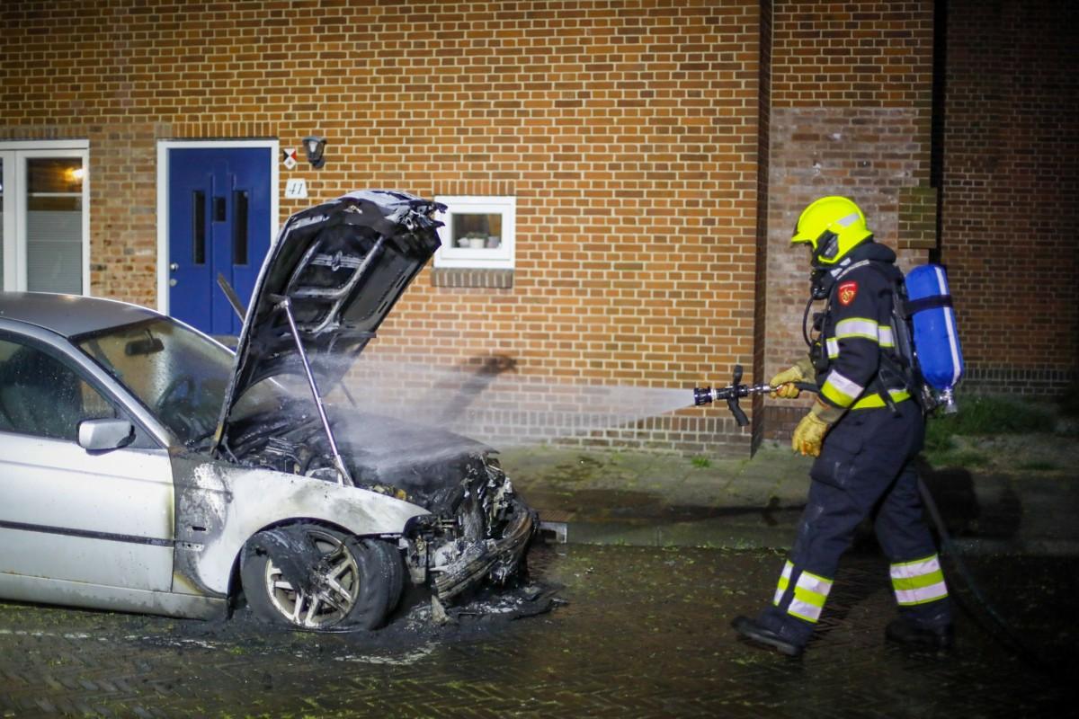 Auto uitgebrand Hof van Egmondstraat Haarlem-Oost