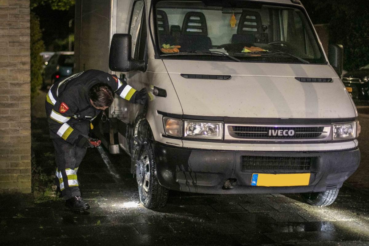 Bakwagen in brand gestoken Melissestraat Haarlem