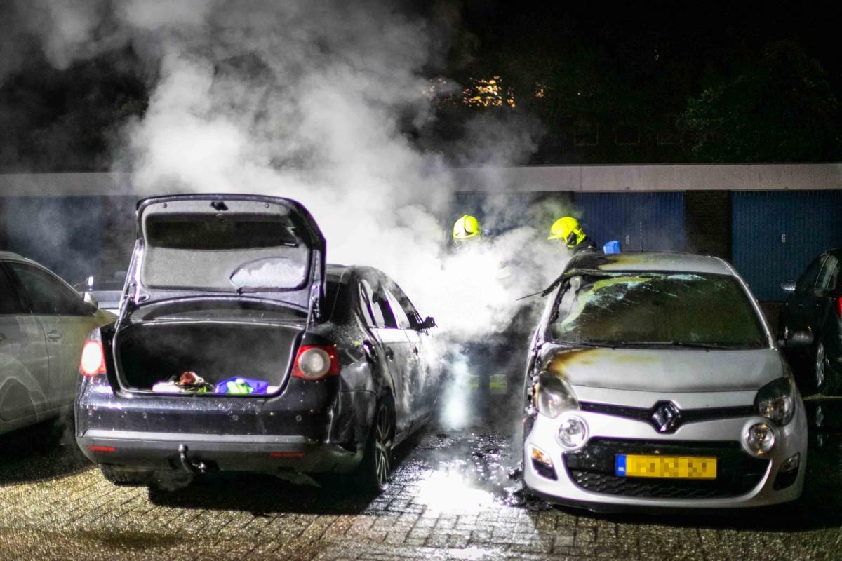 Vijf auto's beschadigd Texelhof Haarlem Schalkwijk