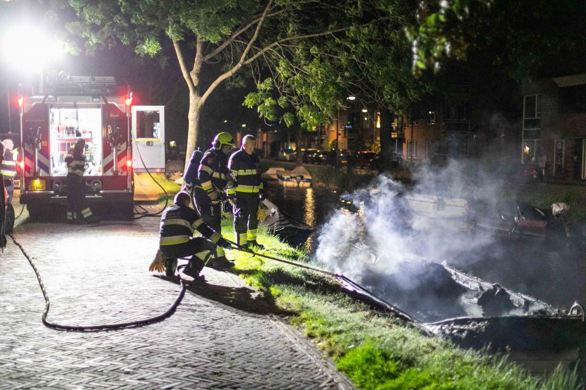 Bootje uitgebrand aan Zomervaart Haarlem