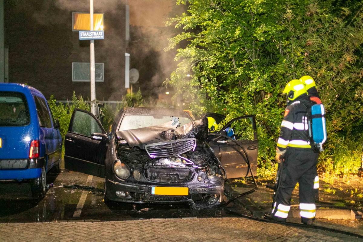 Vier auto's uitgebrand in één nacht in Haarlem