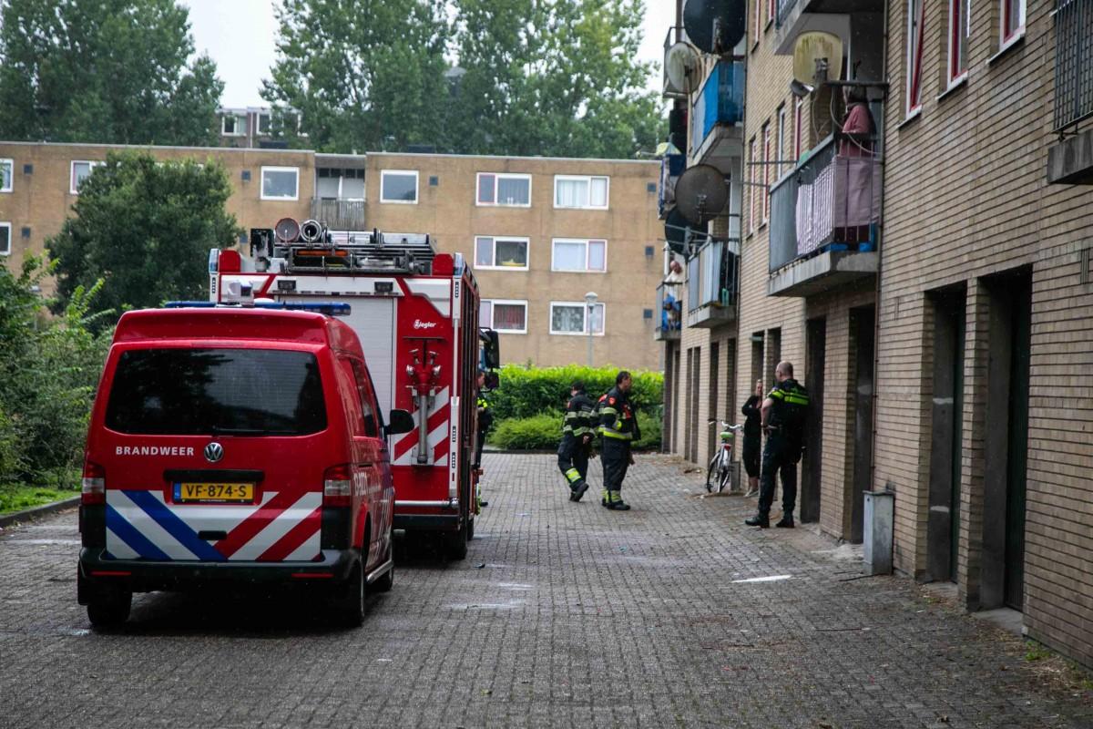 Onderzoek bij garageboxen na vreemde geur Schiermonnikoogstraat in Haarlem