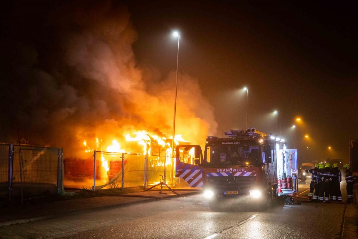 Lijnbussen in brand Laan van Decima Haarlem