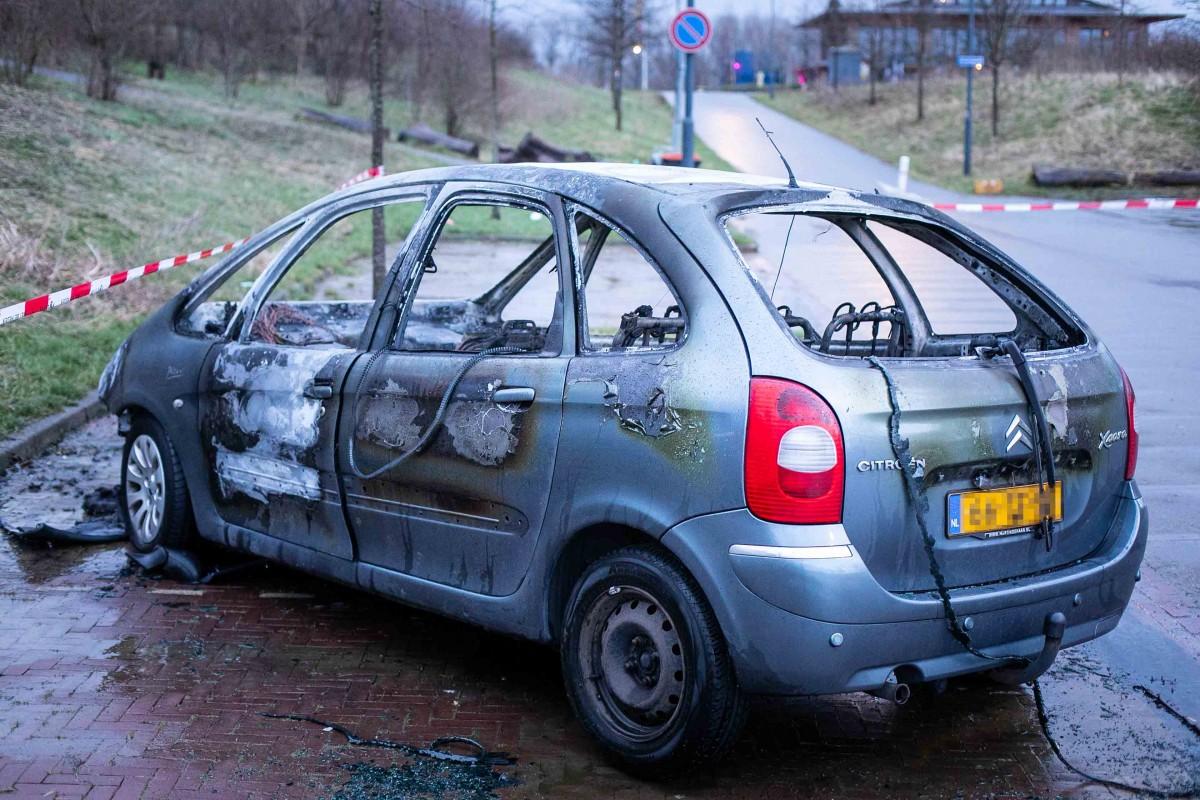 Auto uitgebrand op Reindaldapad Haarlem
