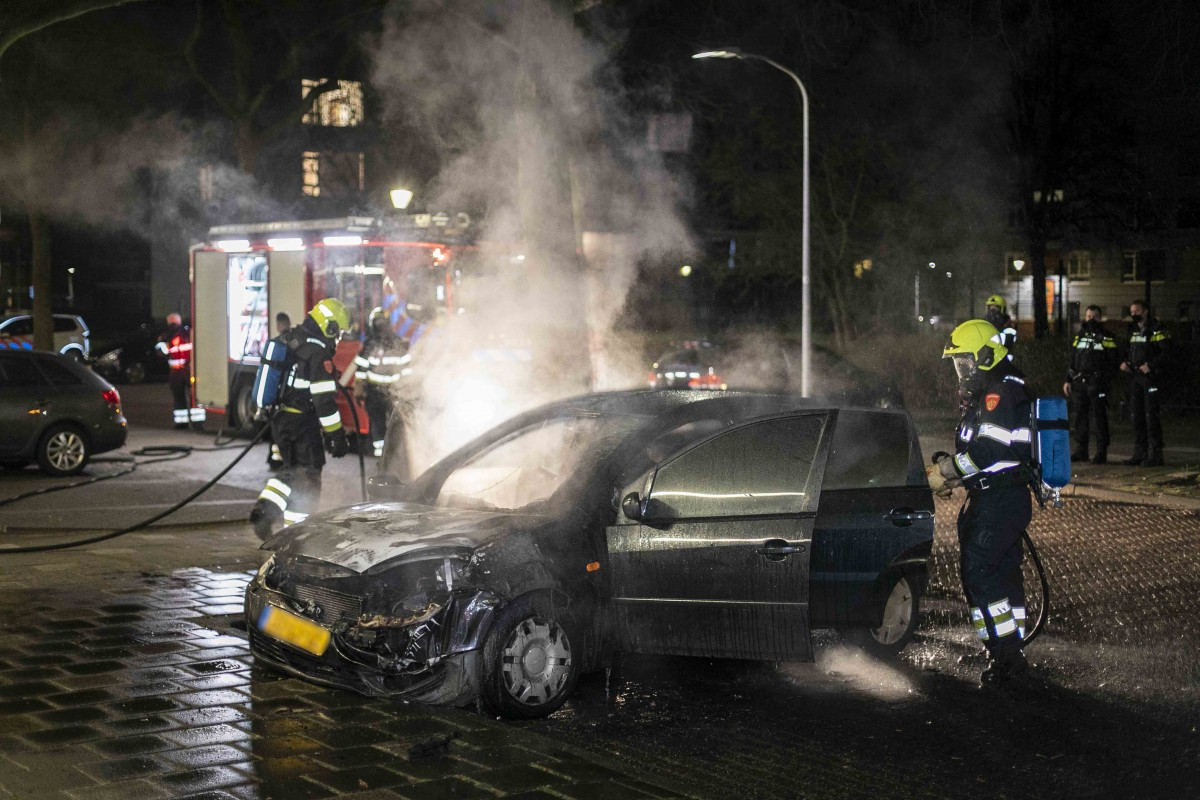 Personenauto in brand Prinses Beatrixplein Parkwijk Haarlem