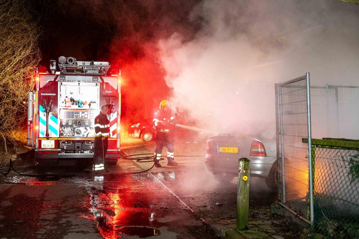 Auto uitgebrand bij woning langs Vijfhuizerdijk