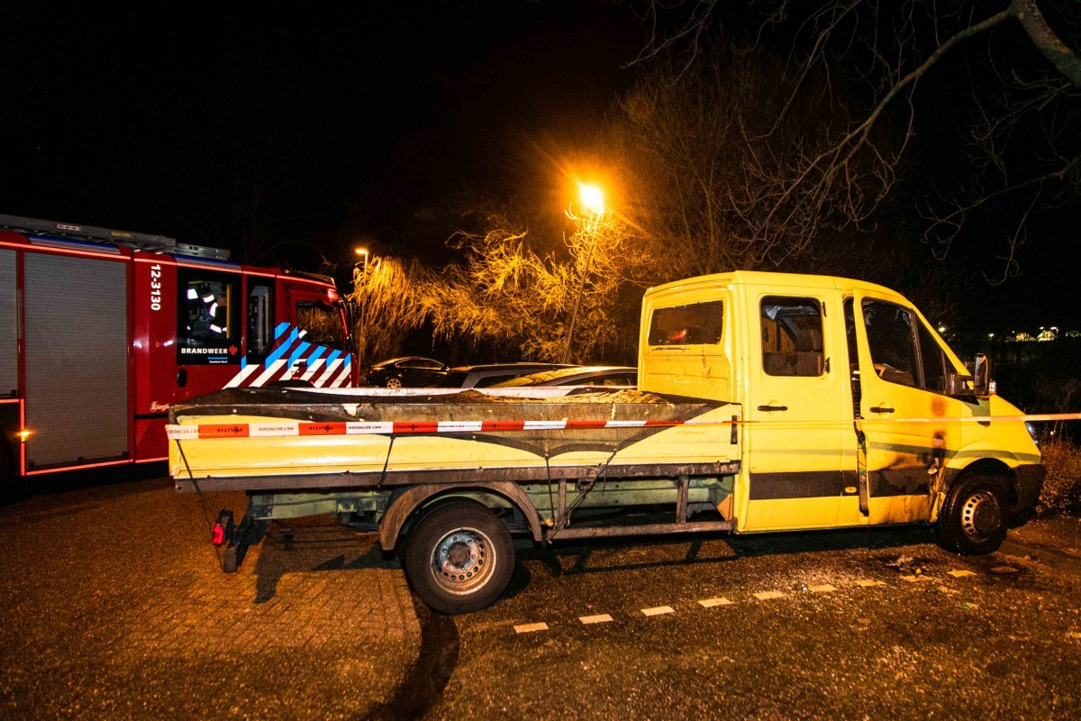 Geparkeerde bakwagen in brand Briandlaan Haarlem Schalkwijk