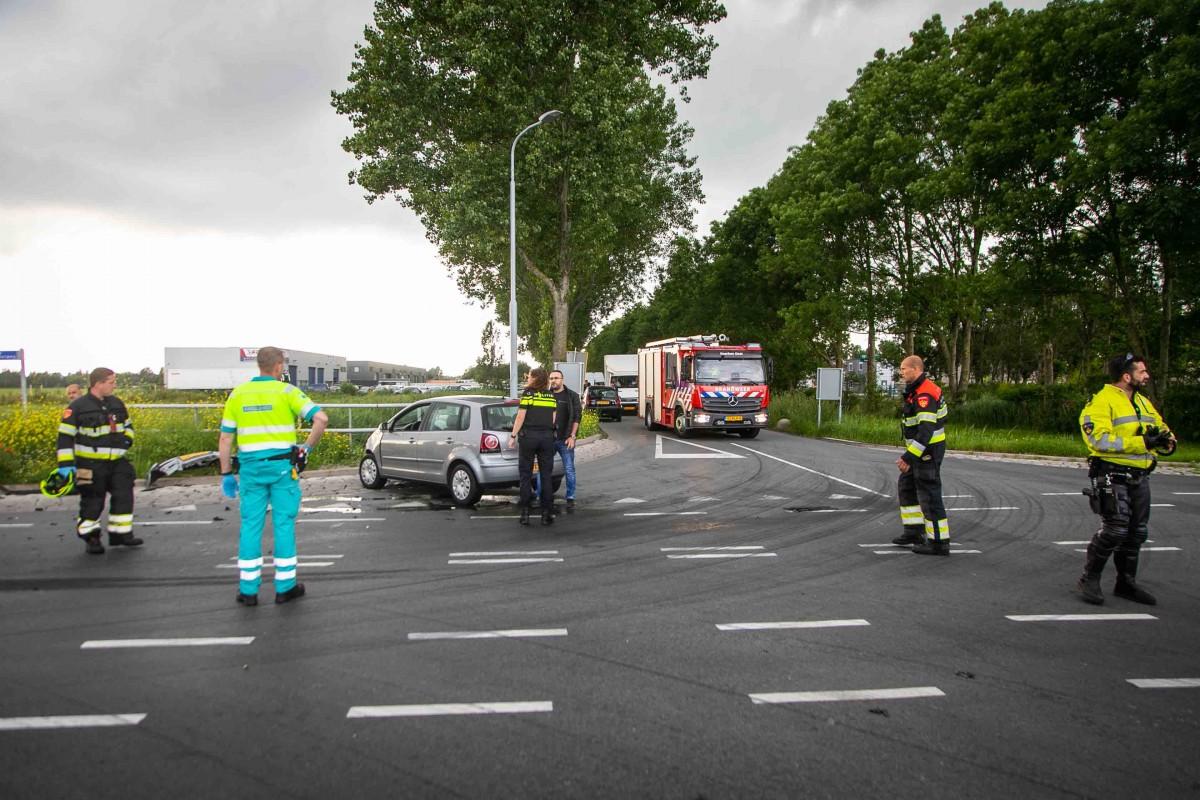 Aanrijding tussen twee voertuigen op de Nieuwe Spaarnwouderweg Vijfhuizen